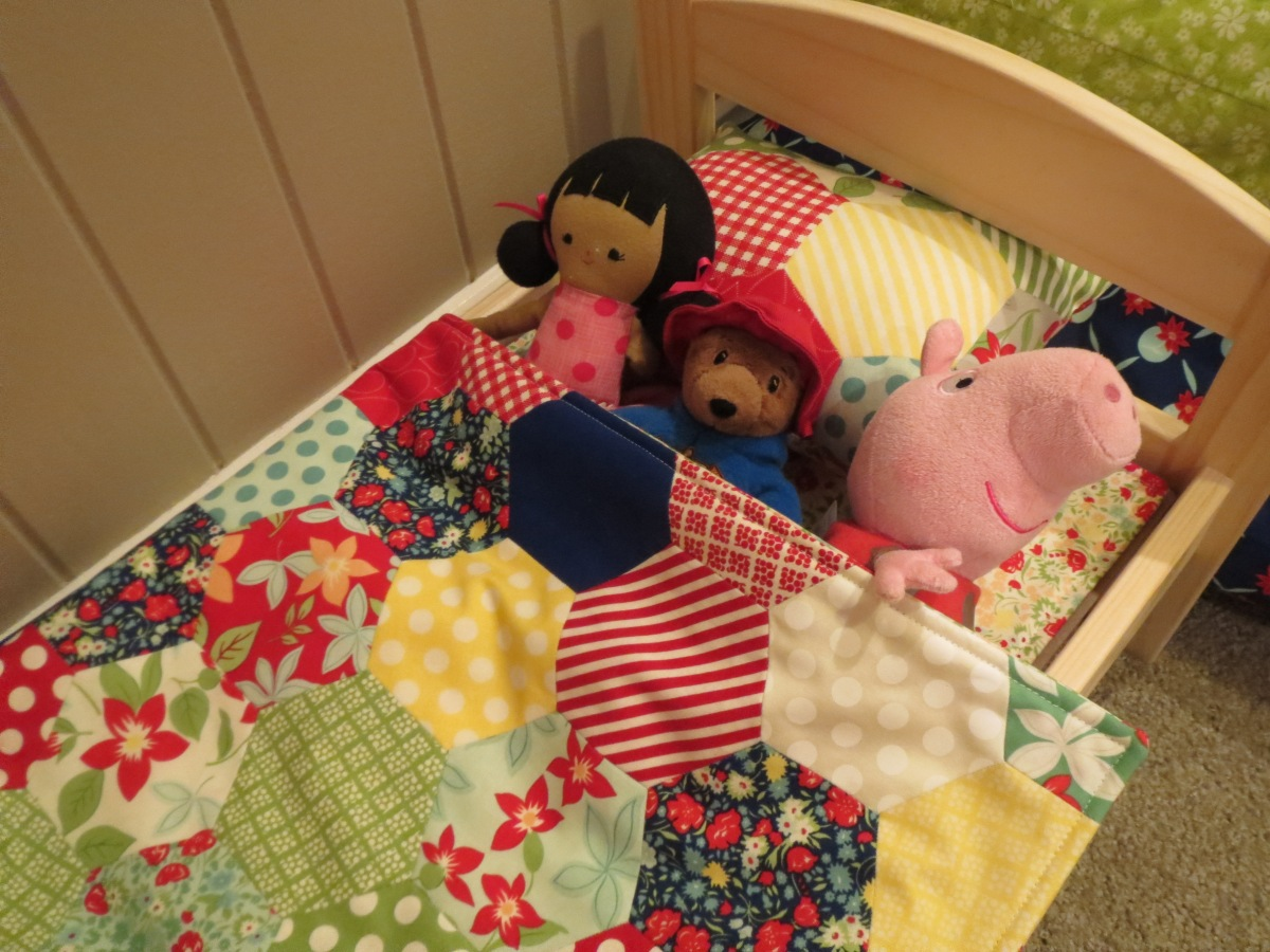 Bedlinen for doll's furniture
